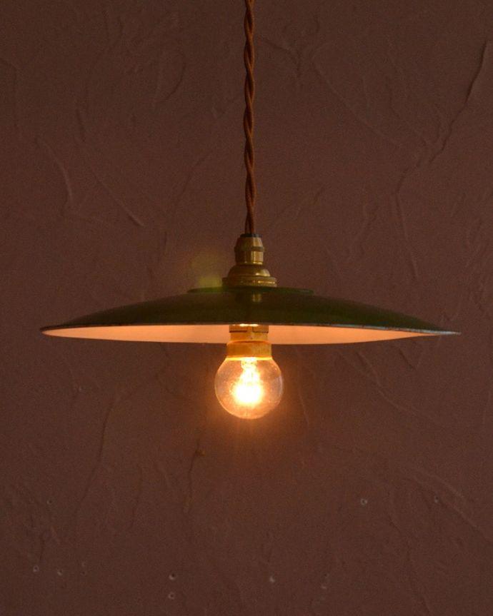 照明・ライティング ランプシェード ほっこりあたたかい雰囲気ホウロウで出来たアンティークのシェードは、ほっこりとあたたかい雰囲気が人気です。(x-947-z)