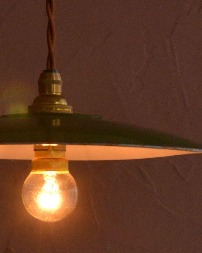 照明・ライティング ランプシェード キレイなものを選んできましたアンティークのホウロウには必ずチップが入っていますが、キレイなものを選んできました。(x-947-z)