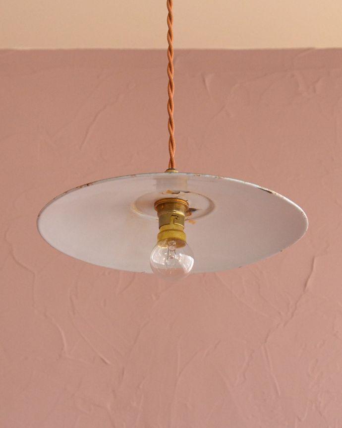 照明・ライティング ランプシェード 下から見上げると・・・実際に取り付けてカウンターやダイニングの下からのぞくとこんな感じです。(x-947-z)