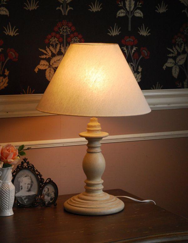 y-004-z テーブルランプの点灯