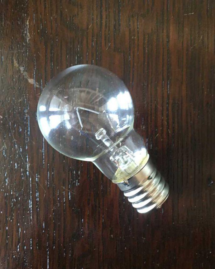 シャンデリア 照明・ライティング アンティーク風のシェード付きシャンデリア(5灯)(E17電球付)。電球付きなので届いてすぐに使えます電球(E17口金40W)を一緒にお届けするので、すぐに使えます。(cr-503)