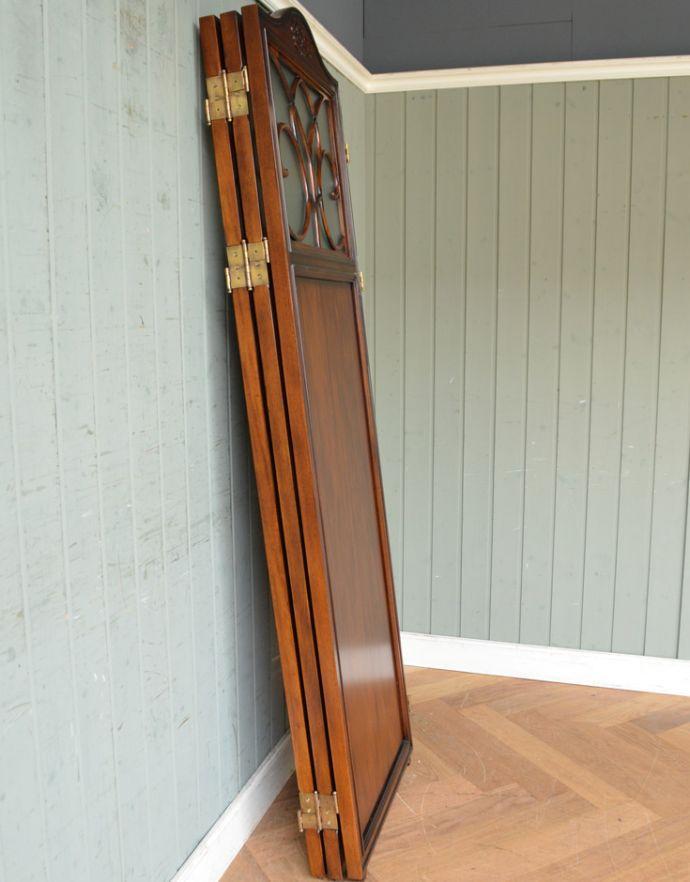アンティーク風の家具 アンティーク風 アンティーク風 のパーテーション、間仕切りに使えて便利な屏風。畳めばコンパクト使わないときは折り畳めば、こんなにコンパクト。(y-120-f)