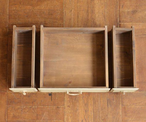 アンティーク風のキャビネット・チェスト アンティーク風 リビングの収納家具にアンティーク風のおしゃれなサイドボード。引き出しが3杯付いています。(y-155-f)