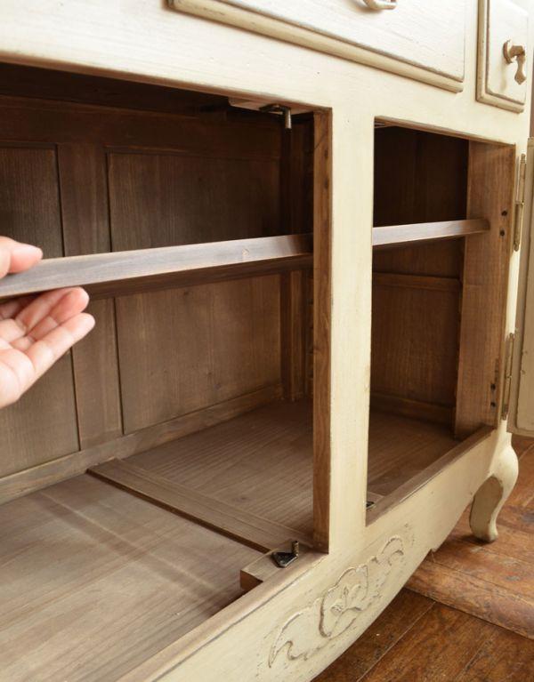 アンティーク風のキャビネット・チェスト アンティーク風 リビングの収納家具にアンティーク風のおしゃれなサイドボード。棚板は可動します。(y-155-f)