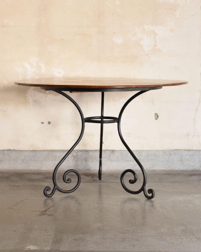y-196-f アンティーク風ラウンドテーブルの横