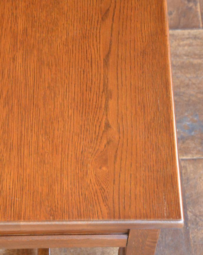 y-211-f アンティーク風ランプテーブル(オールドチャーム)の角
