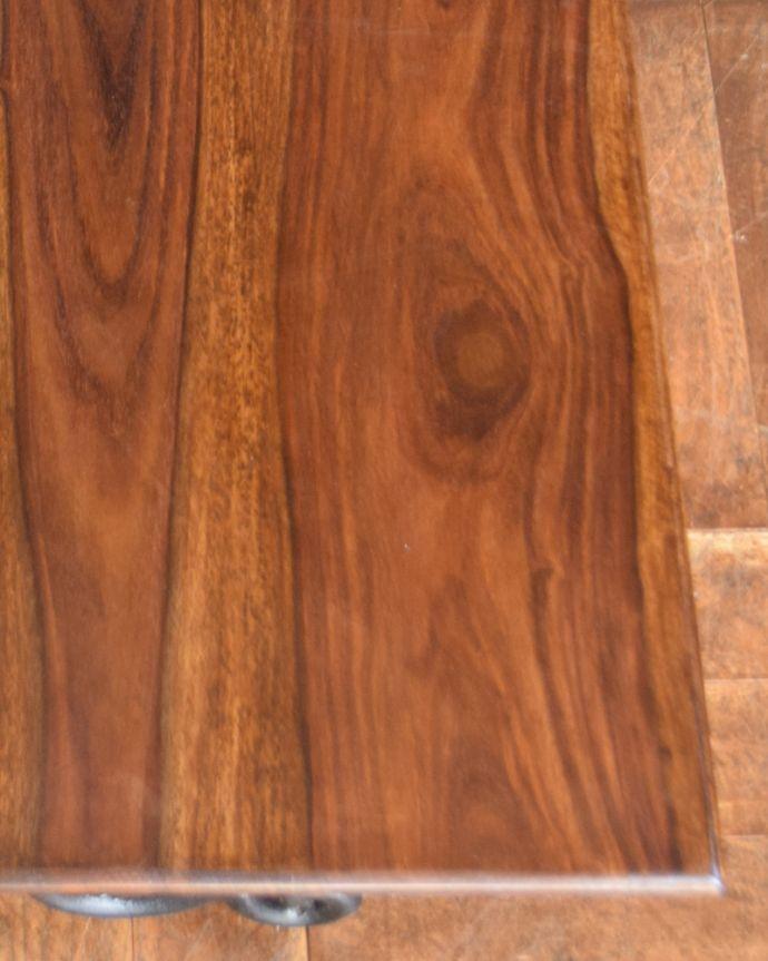 y-212-f アンティーク風ローテーブル(コーヒーテーブル)の角