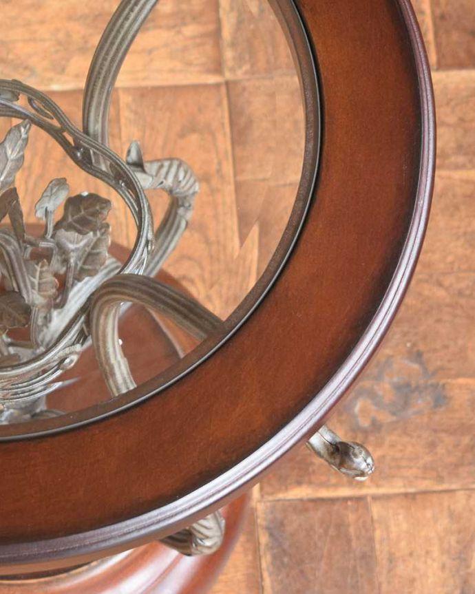 y-229-f アンティーク風ラウンドテーブルの角