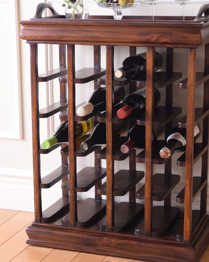 アンティーク風 トレイが付いて便利に使えるおしゃれなアンティーク風のワインラック。たっぷり収納できます収納できるワインのボトルは、なんと20本!たっぷり収納して実用的に使えます。(y-286-f)