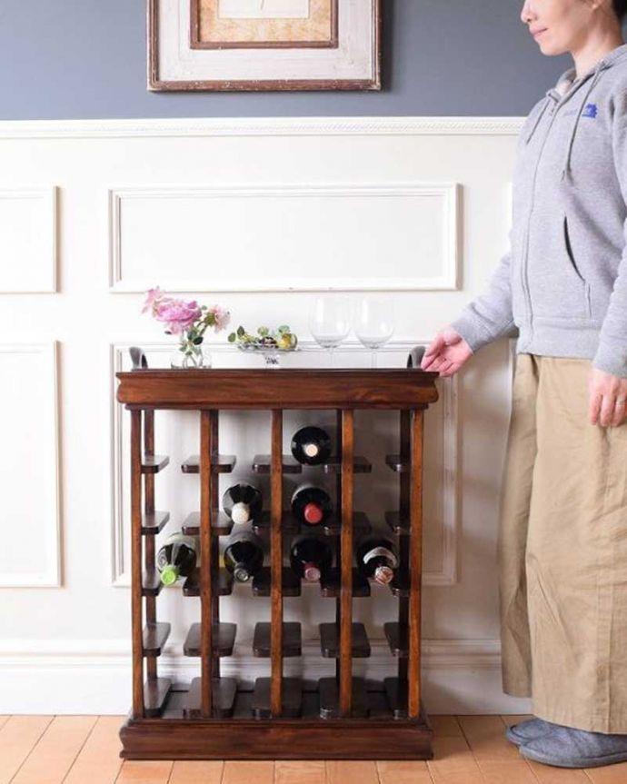 アンティーク風 トレイが付いて便利に使えるおしゃれなアンティーク風のワインラック。おしゃれなワインラック置いておくだけでお金持ち気分になっちゃう英国アンティーク風のワインラックです。(y-286-f)