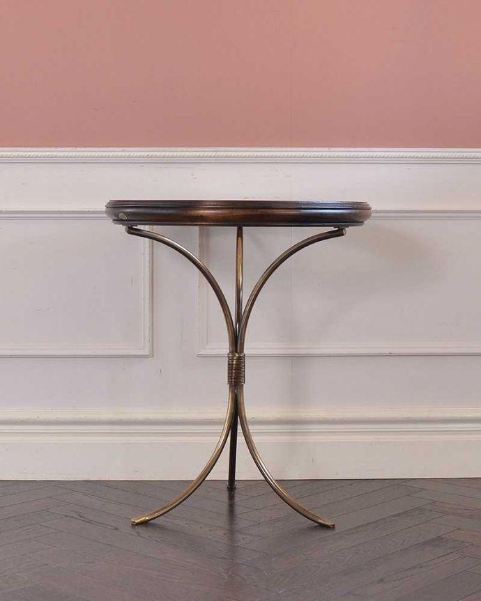 y-330-f テーブルの横