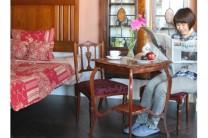やっと春らしい香りがしてきたこの頃。象嵌の家具を使ってワンランク上の寝室を作ってみました。