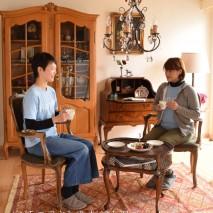 今月の主役は、あのマリー・アントワネットも愛した刺繍、プチポワンのサロンチェア。 置くだけでパッと華やかになるお部屋で優雅な時間を過ごしてみませんか?