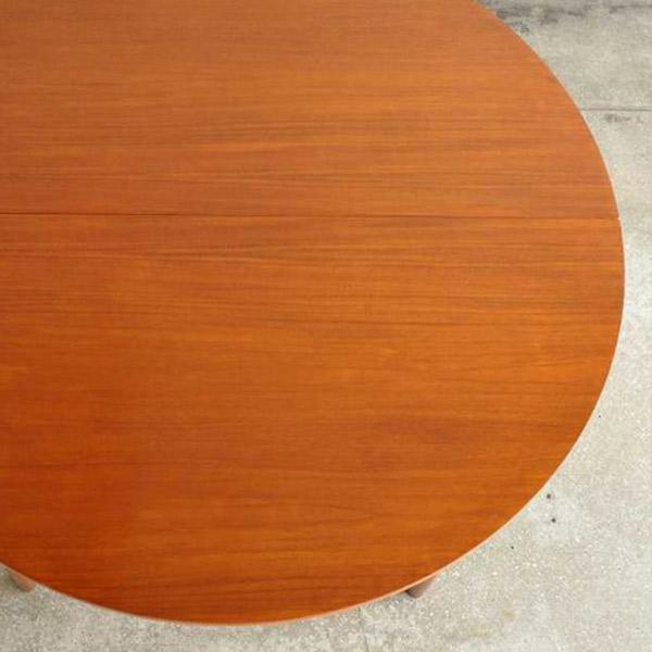 丸型天板のダイニングテーブル
