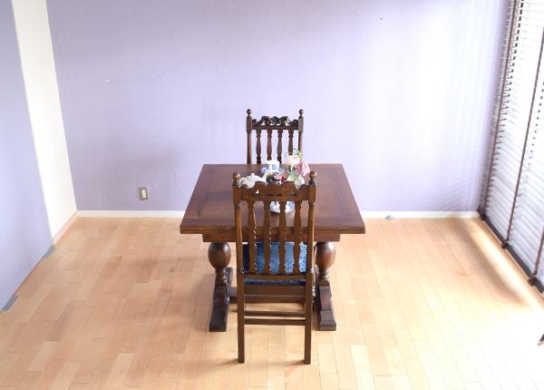 6畳間のお部屋に置いた小さいサイズのテーブル