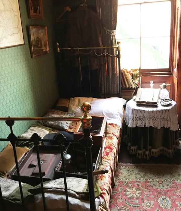 シャーロック・ホームズミュージアム、ベッド