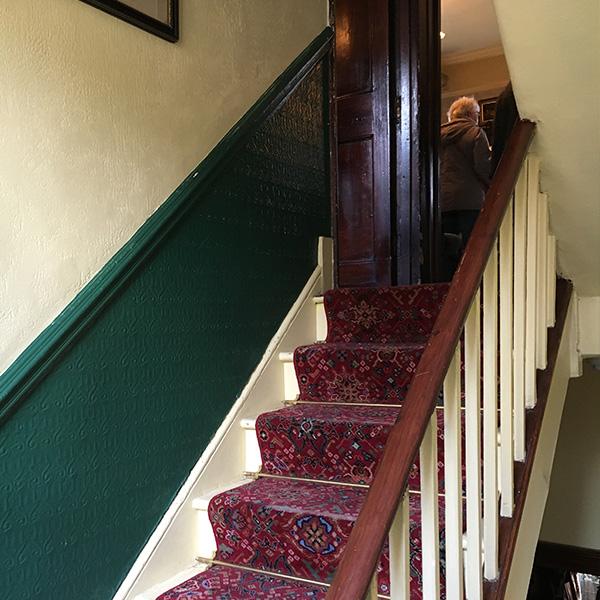 3階ハドソン夫人の部屋 階段