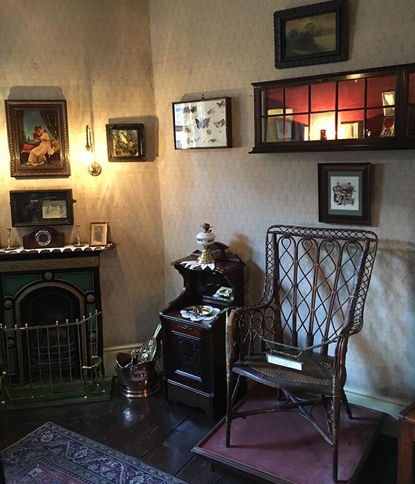 シャーロック・ホームズミュージアム、暖炉