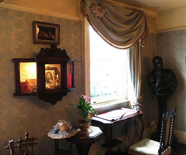 3階ハドソン夫人の部屋 出窓