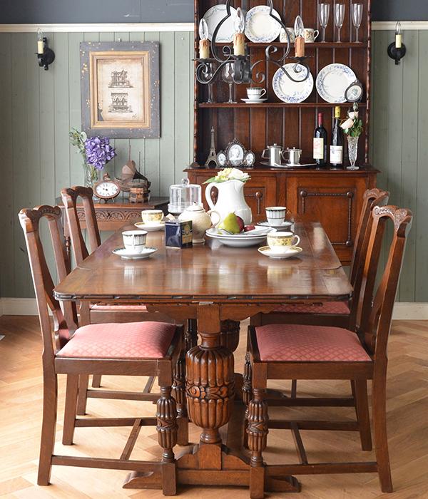 英国アンティークスタイルのダイニングテーブル×オークチェア