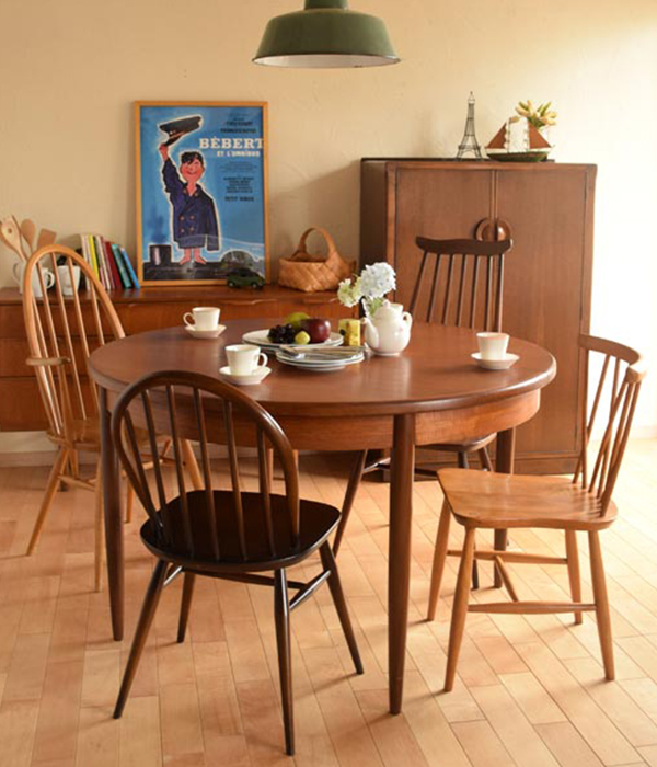 北欧ビンテージスタイルのダイニングテーブル×いろんな色と形のアーコールチェア