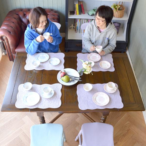 4人掛けで使えるダイニングテーブル