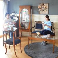 英国クラシック家具を集めたクールなリビング
