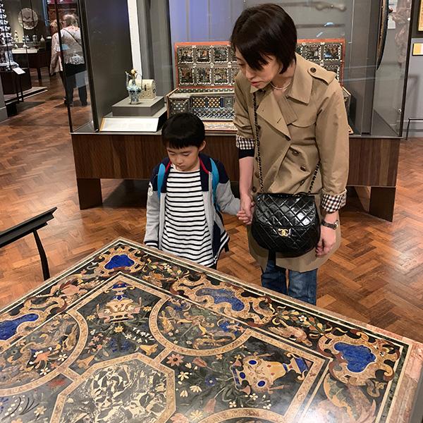 ヴィクトリア&アルバート博物館、大理石のテーブル