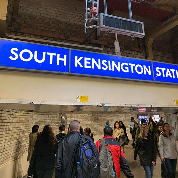 イギリス旅行、V&Aミュージアム、地下鉄サウスケンジントン駅