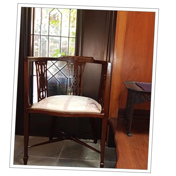 和歌山県Tさまから届いた透かし彫りの家具の写真
