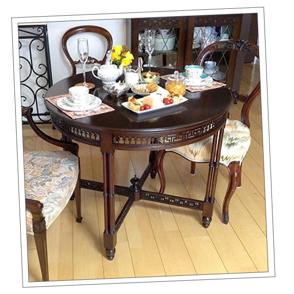 東京都Sさまから届いた透かし彫りの家具の写真