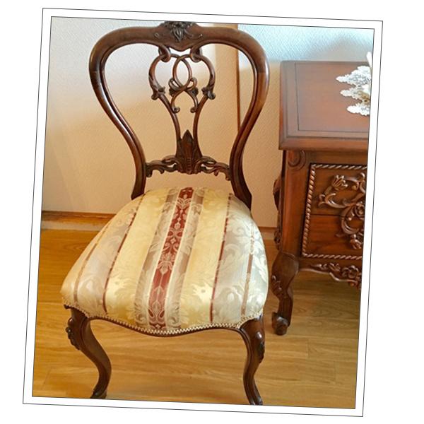 大阪府Iさまから届いた透かし彫りの家具の写真