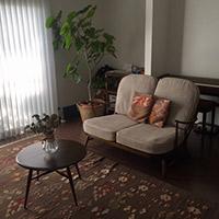 アーコール社のビンテージソファとコーヒーテーブル