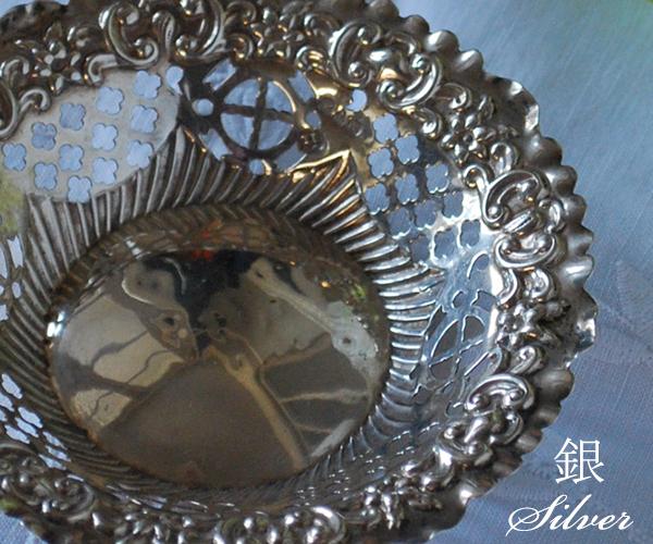 銀の透かし彫り