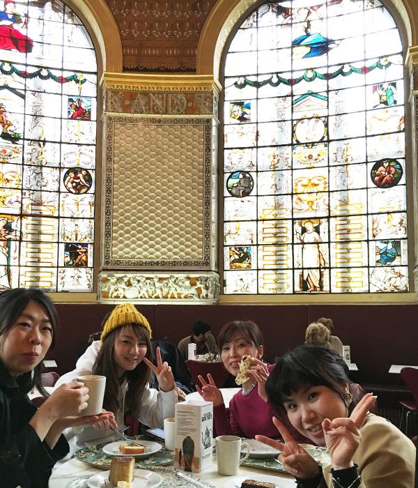 V&Aカフェ、ステンドグラス