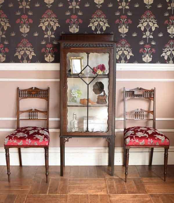 シノワズリの家具を使った玄関