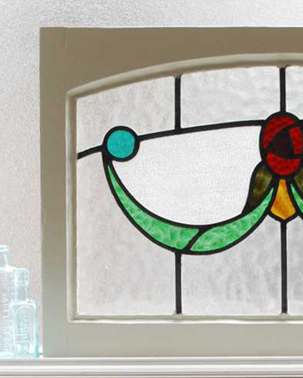 アンティークステンドグラス、ステンドグラスの周りの木枠