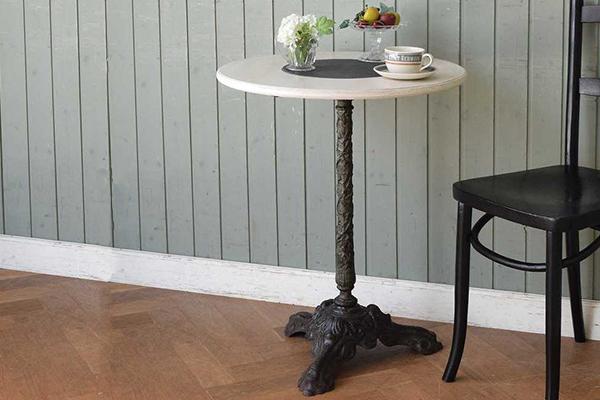 アンティークのパブテーブル