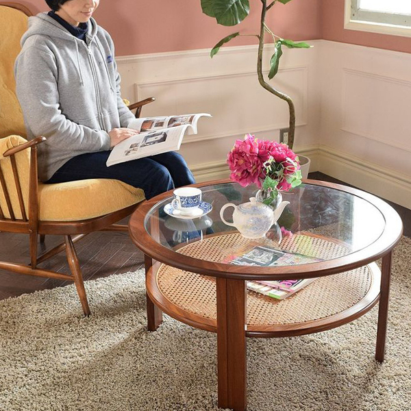 ソファの横に置いて使うローテーブル
