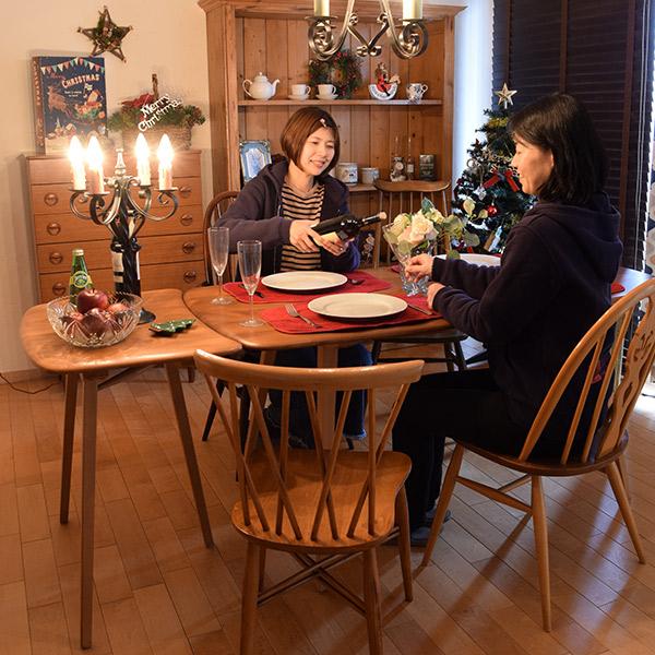 サイドテーブルをダイニングテーブルの横でサブテーブルとして使う