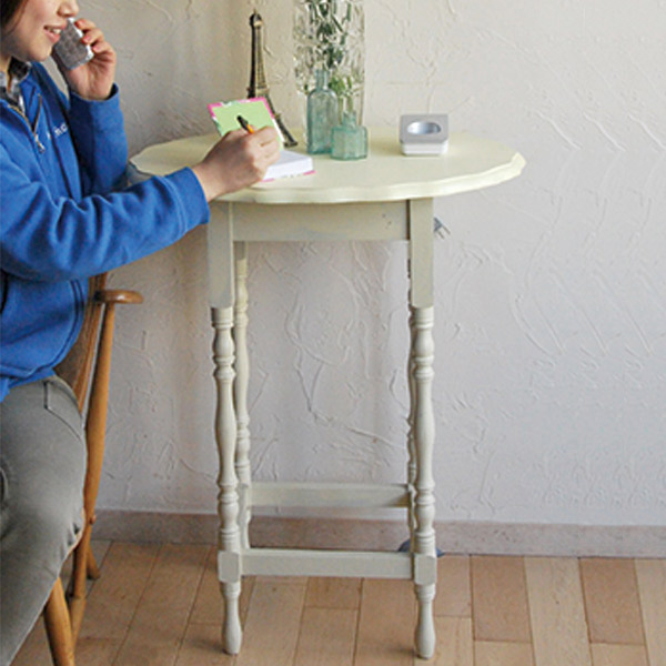 サイドテーブルを電話台として使う