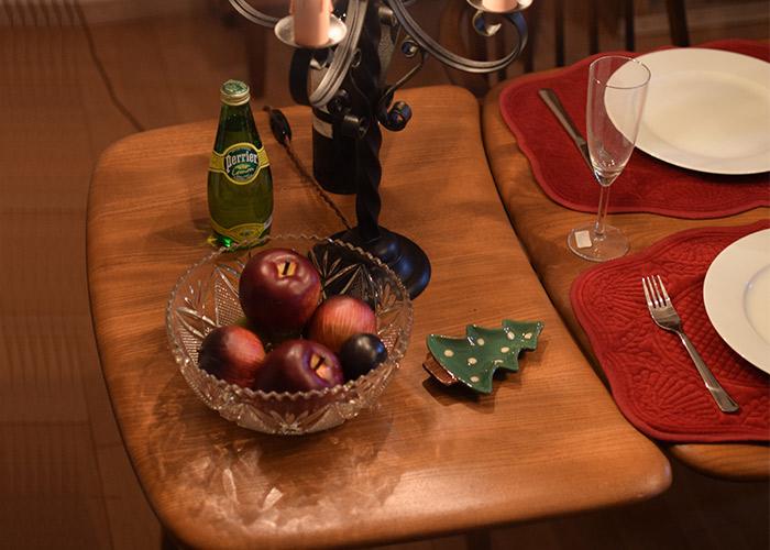 ダイニングテーブルの横でサブテーブルとして使うサイドテーブル