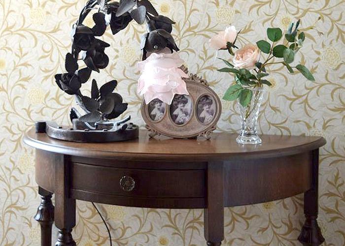 飾る場所として使うサイドテーブル