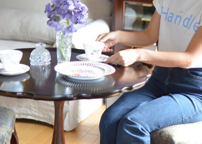 お茶を飲むティーテーブルとして使うサイドテーブル