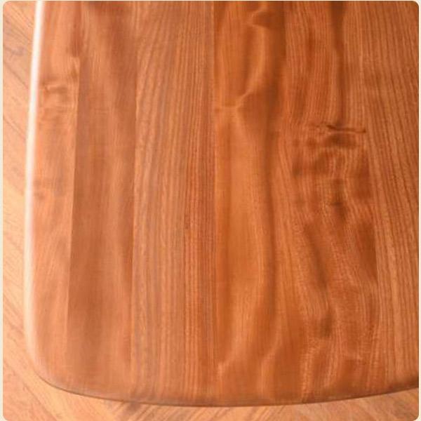 エルム材の特徴2木目が真っ直ぐで美しい