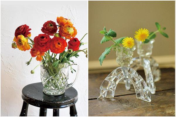 アンティークガラスのプレスドグラスのピッチャーやキャンドルスタンドとお花