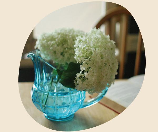 アンティークのプレスドグラスを入れ物として使う01ピッチャー・ジャグ