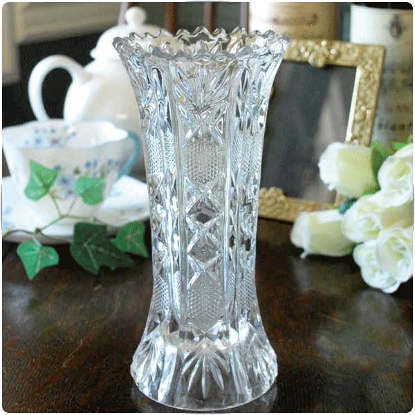 アンティークガラスのフラワーベースの選び方大きさで選ぶ02 一番使いやすい中くらいのサイズの花器