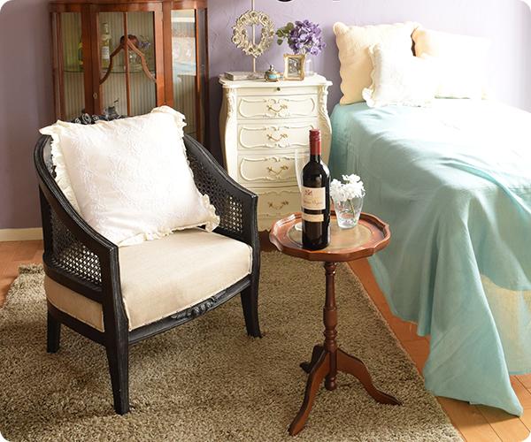 ワインテーブルを使った寝室