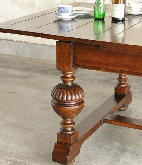 英国トラディショナルスタイルのテーブル